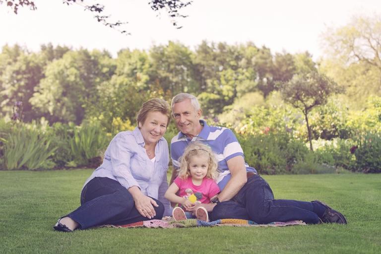 family-photo-shoot-grandparents-miskin-lorna-knightingale