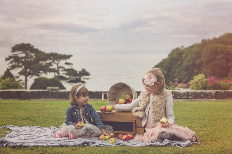 family-photo-shoot-dyffyn-gardens-wales-apples