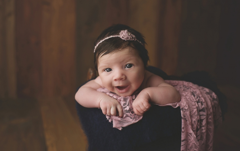 baby-girl-photographer-newborn-poppy-big-eyes