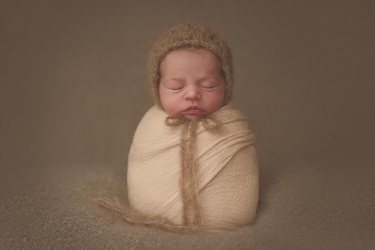 baby-girl-newborn-photography-Lorna-Knightingale-Miskin-talbot-green