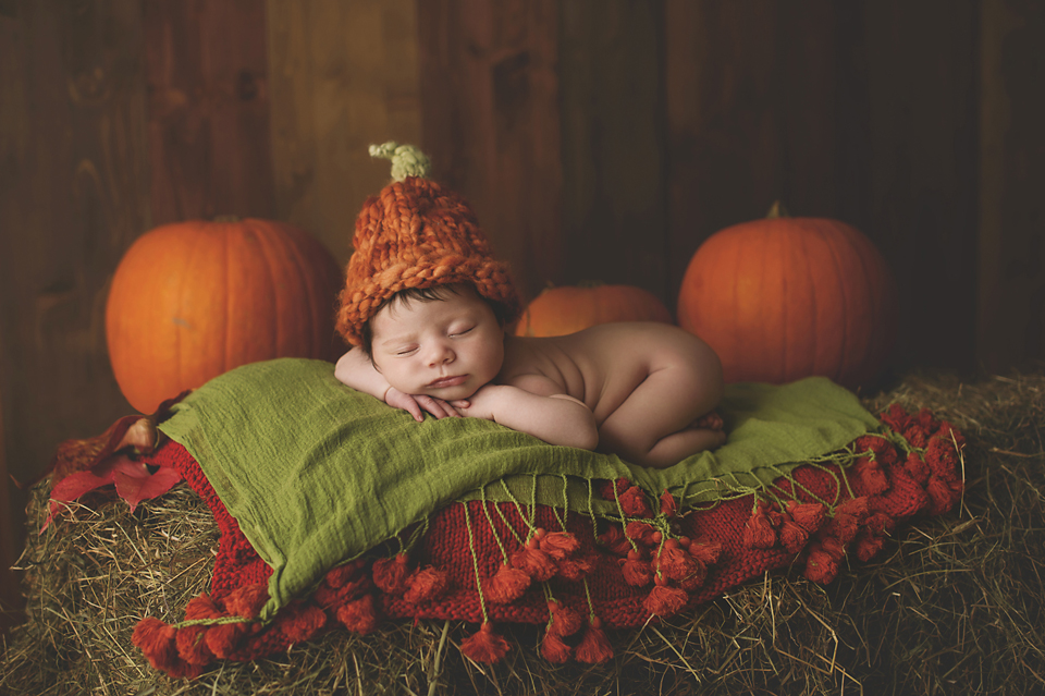 baby-girl-photographer-newborn-poppy-pumkins