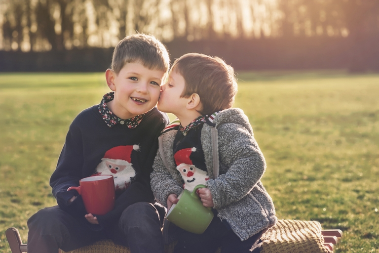 family-photos-miskin-manor-south-wales-lorna-knightingale-festive