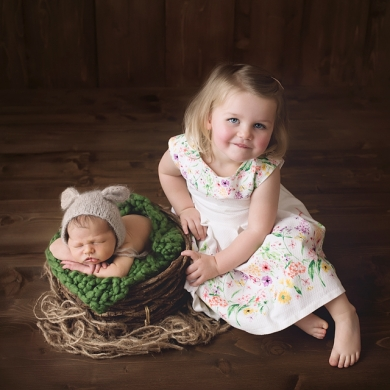 Baby ossie big sister saphina newport newborn photography